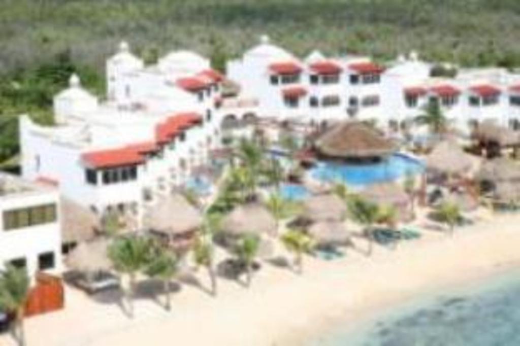 Hidden Beach Resort - Au Naturel Club