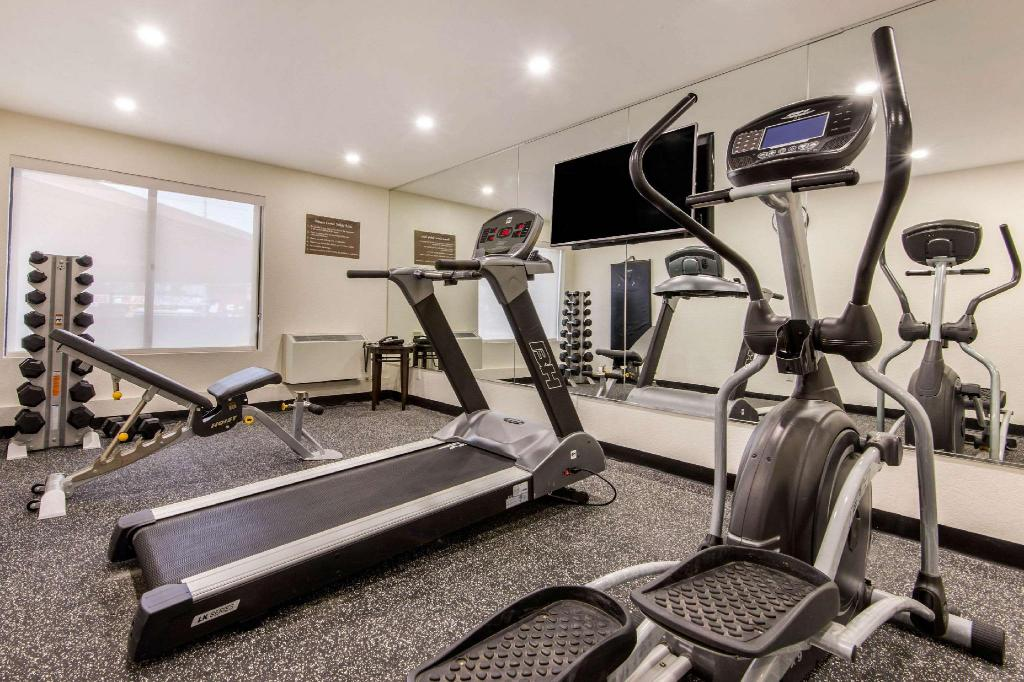 Fitness center Comfort Inn Airport West Mississauga