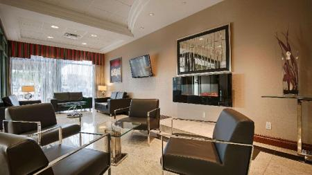 Lobby Best Western Plus Travel Hotel Toronto Airport