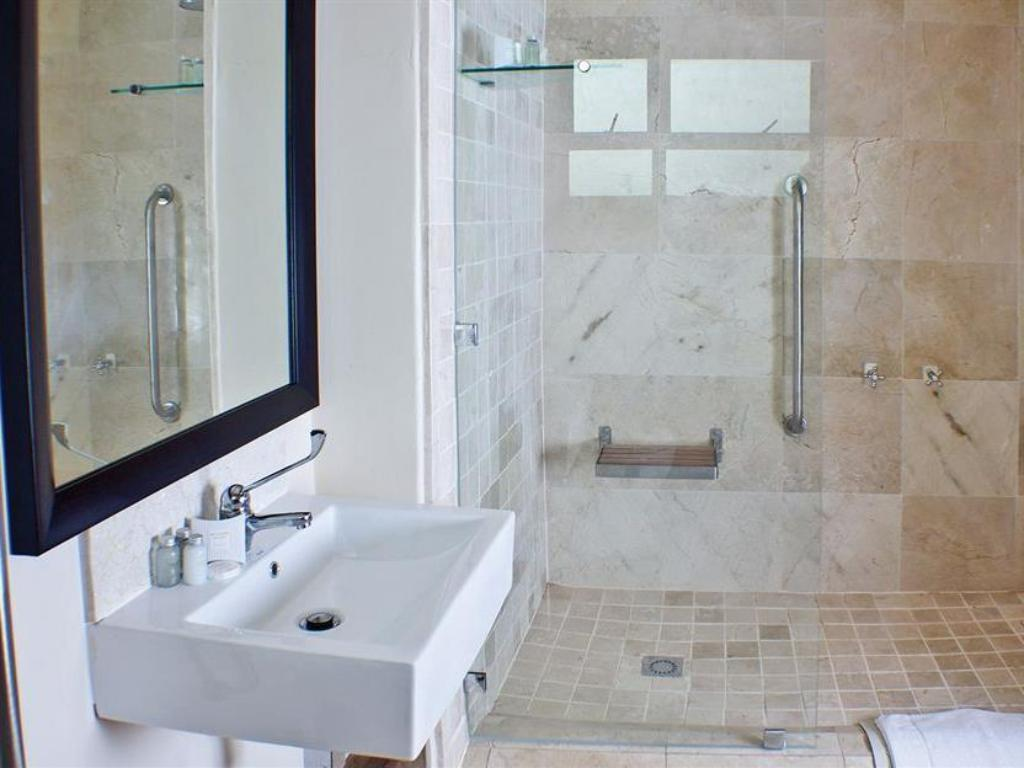 Best price on belaire suites hotel in durban reviews for Hotel bathroom supplies