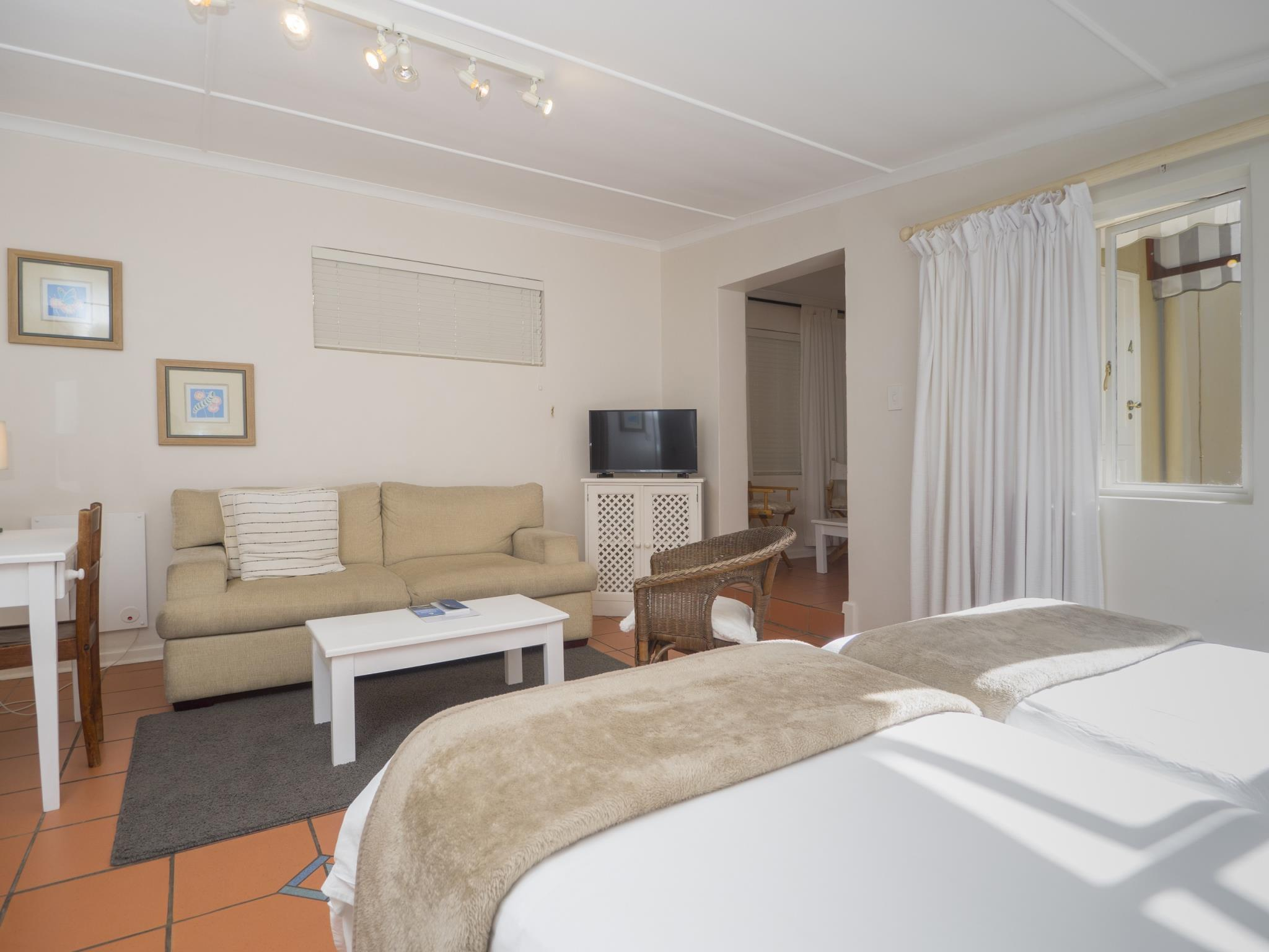 Superior amb 2 llits individuals, només dormitori de matrimoni (Superior Twin/Double Room Only)