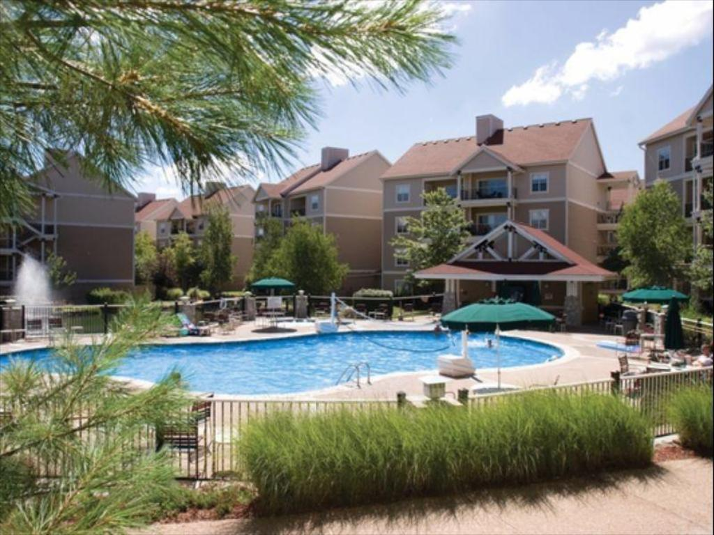 مسبح ويندهام برانسون آت ذا ميدوز (Wyndham Branson at the Meadows)