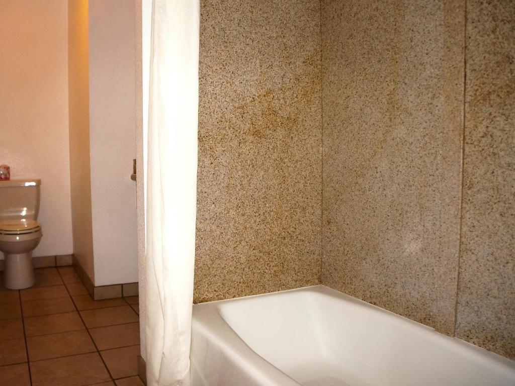 Bathroom Americas Best Value Inn & Suites - Clovis, CA