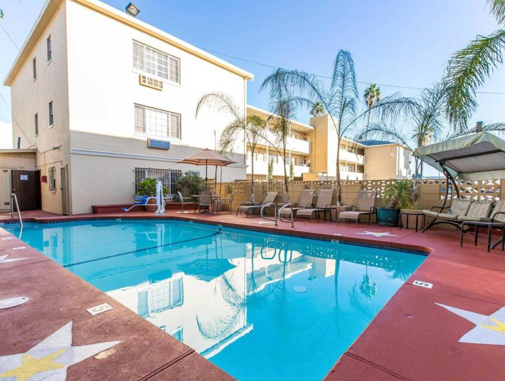 Hotel Hwood Near The Sunset Strip In Los Angeles Ca Room Deals Photos Reviews
