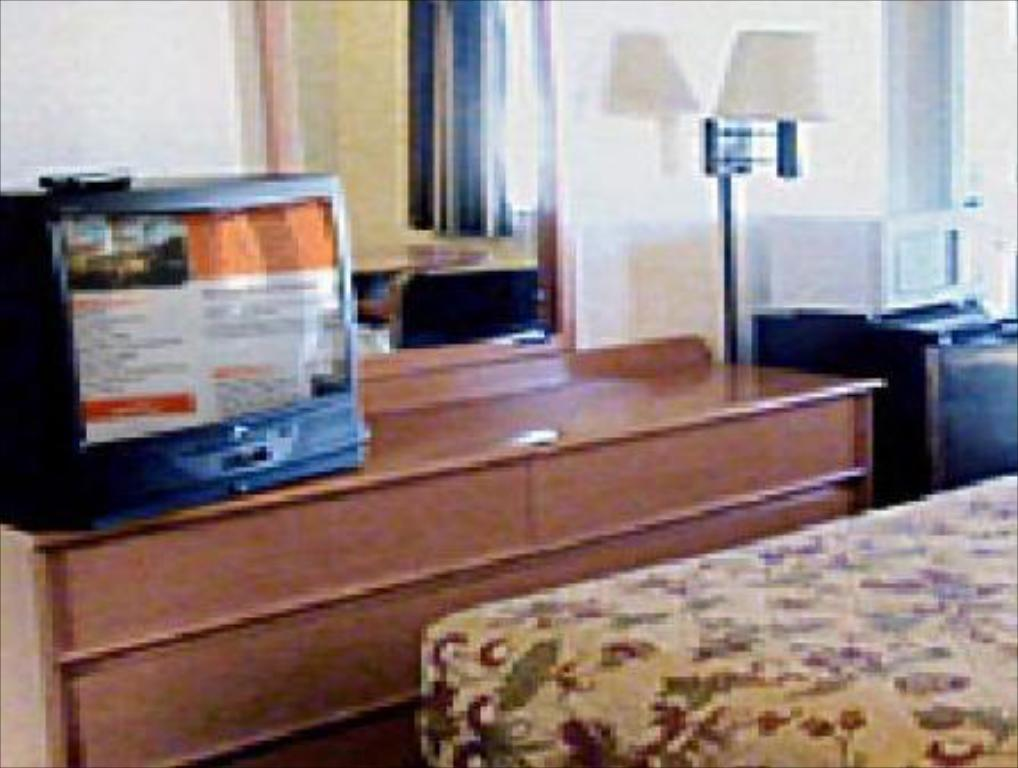 Two Double Beds - Guestroom Starlight Inn Huntington Beach
