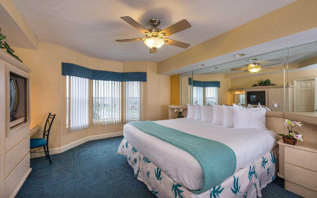 Deluxe 1-Bedroom Villa - Guestroom Westgate Town Center Resorts