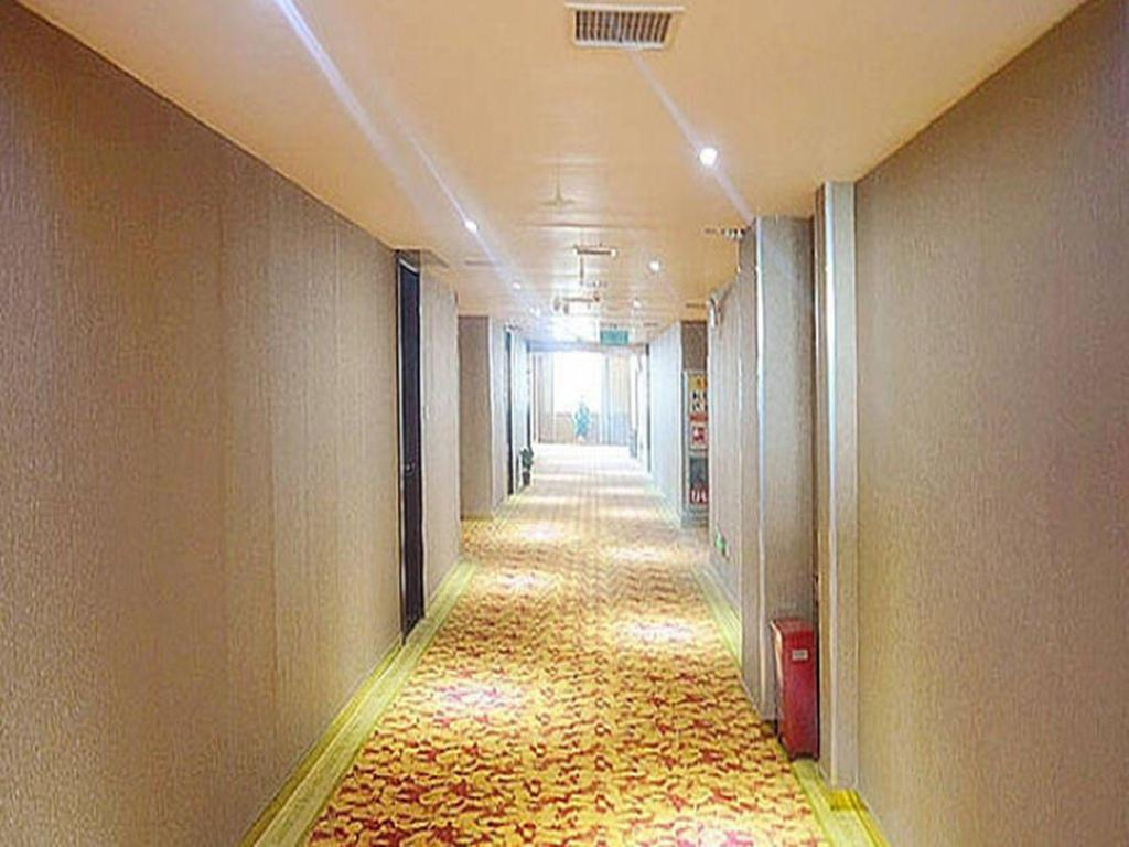 Vista interior GreenTree Inn Hubei Wuhan High-Speed Rail Station Express Hotel