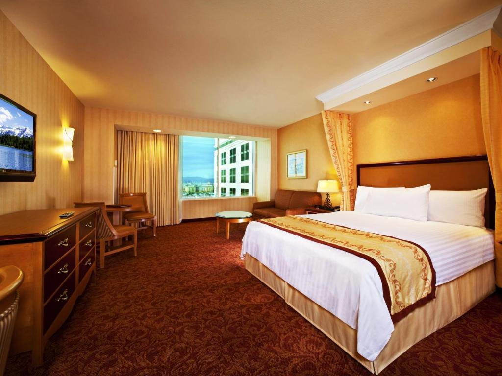 Deluxe King Room Nonsmoking South Point Hotel Casino and Spa