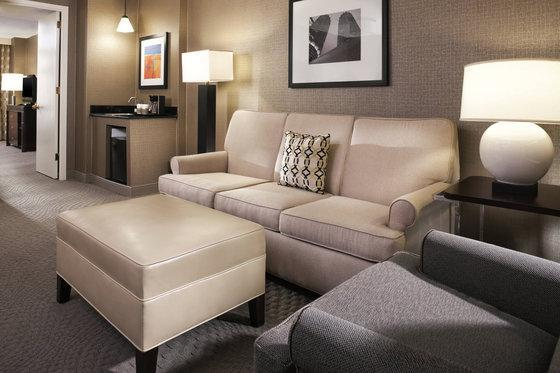 Club level, 1 Bedroom Suite, 1 King, Sofa bed