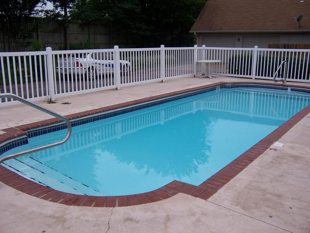 Swimming pool [outdoor] Oakhill Inn Tahlequah