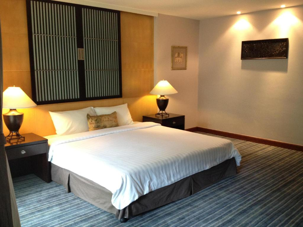 Best Price on Gardengrove Suites Serviced Apartment in Bangkok + ...