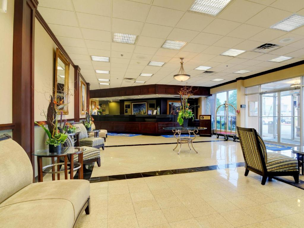 Interior view Best Western PLUS Chicago Hillside