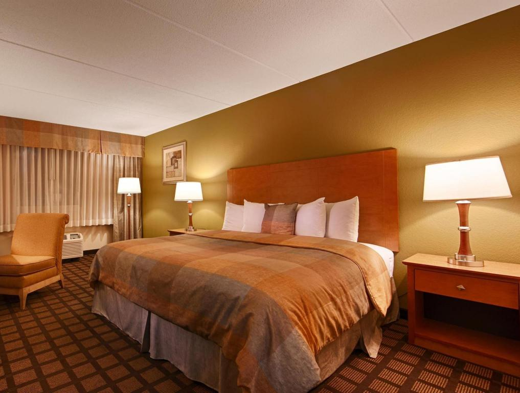 King Room - Guestroom Best Western PLUS Chicago Hillside