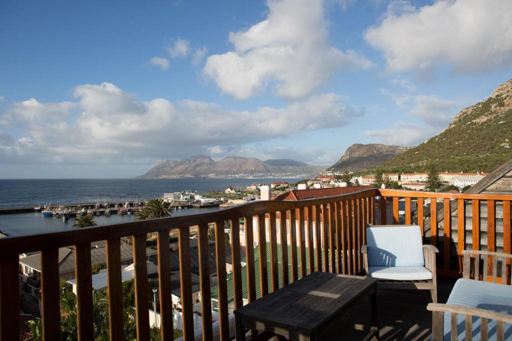 Best Price on Chartfield Guesthouse in Cape Town + Reviews!