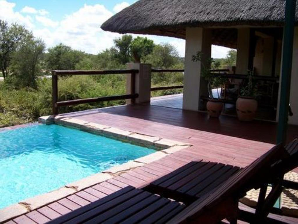 Swimming pool Bushwise Safaris & Lodge
