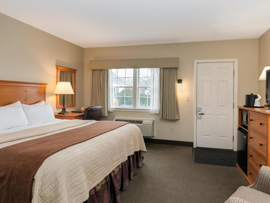 1 King Bed with Electric Fireplace and Hot Tub - No Smoking Best Western Plus Cold Spring