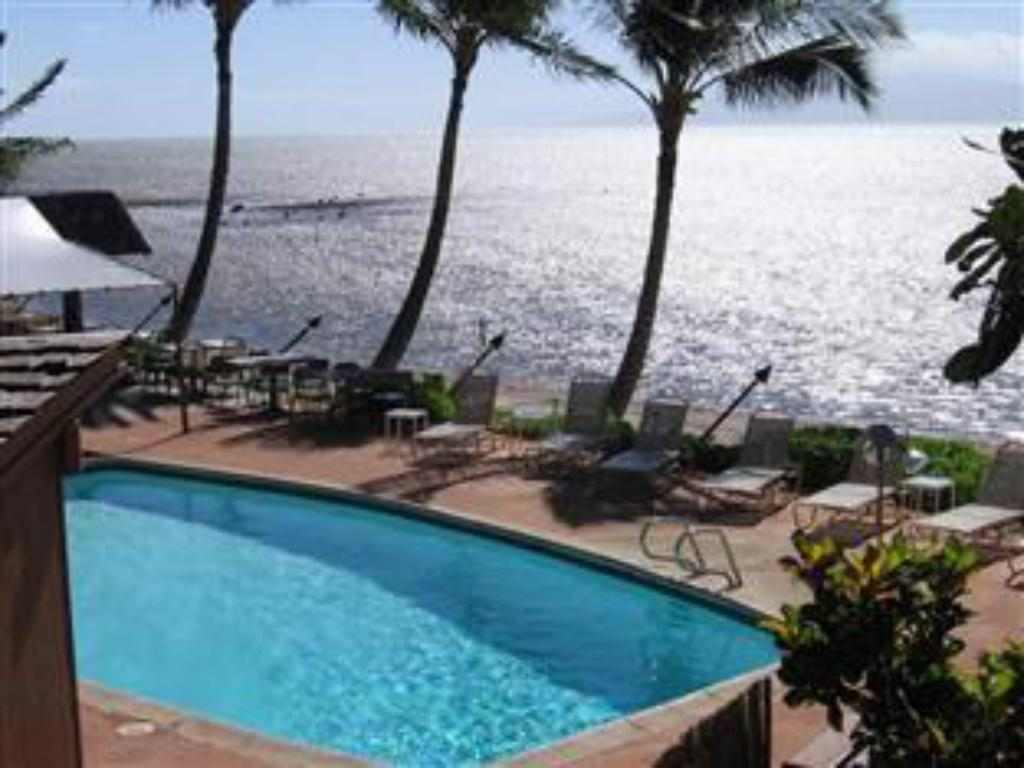 Swimming pool Hotel Molokai