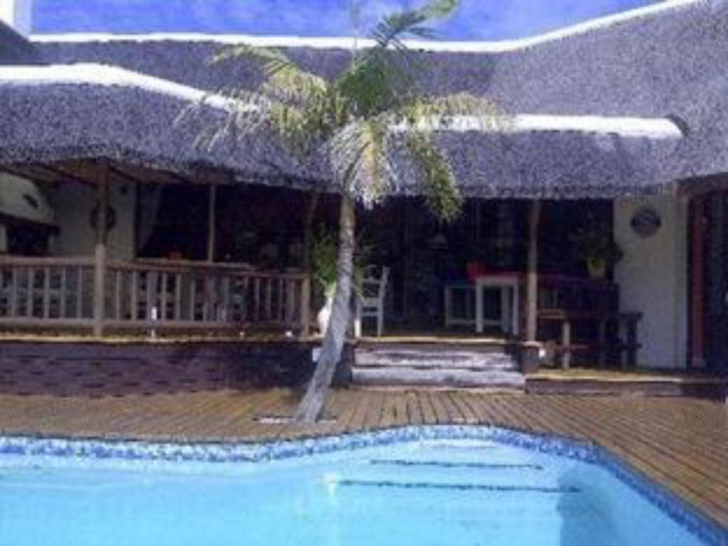 Piscina Sandals Guest House