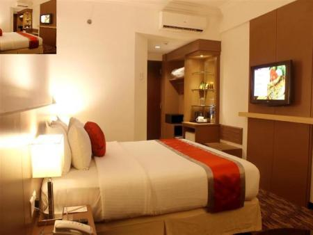 Superior Double Bed - Bed Swiss-Inn Batam
