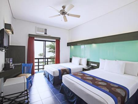 2 Queen Beds Room - Beach View Microtel by Wyndham Puerto Princesa - Palawan