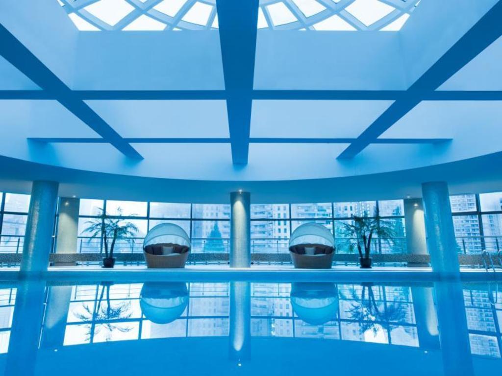 Swimming Pool Grand Millennium Shanghai Hongqiao