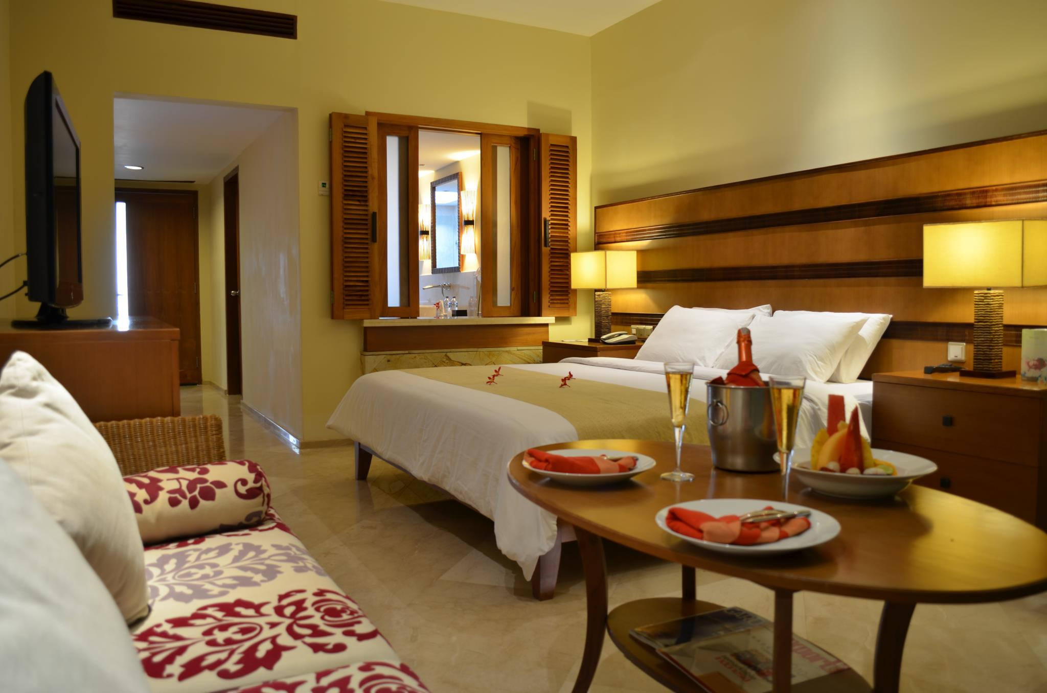 Suite Deluxe dengan Kolam Mini (Deluxe Suite with Plunge Pool)