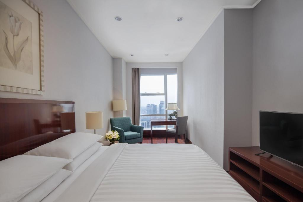 1 Bedroom Superior, 1 Bedroom Apartment, 1 King, City view - Bed The Mayflower, Jakarta - Marriott Executive Apartments