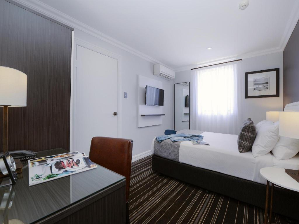 Small Double Room - Guestroom Perouse Lodge
