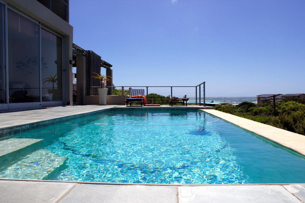 Piscina exterior Moonstruck on Pringle Bay Guesthouse
