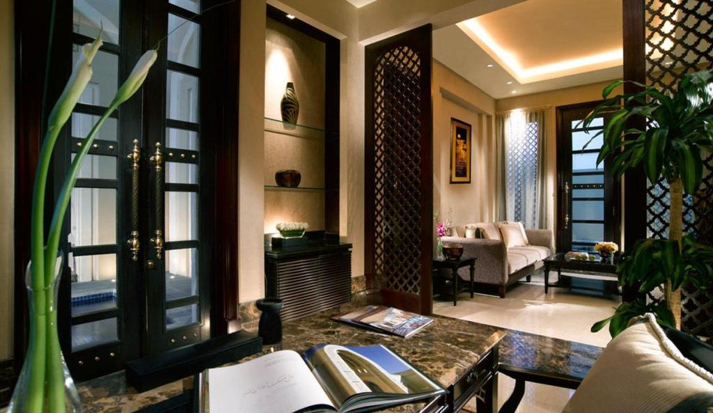 Foyer Al Areen Palace & Spa