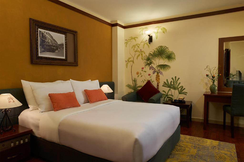 Superior No Window - Guestroom Hotel De Charme Saigon - Former Asian Ruby Luxury Hotel