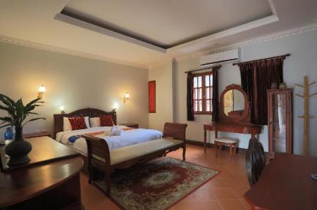 Grand Deluxe Double Bed - Bedroom The View Pavilion Hotel