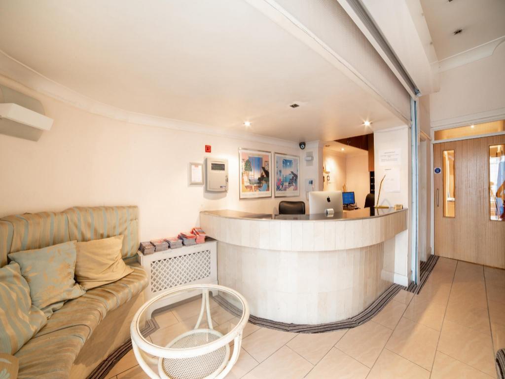 Amsterdam Hotel, London ab 37 € - agoda.com