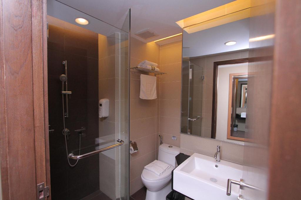 Single Bedroom - Bathroom Likas Square Apartment Hotel