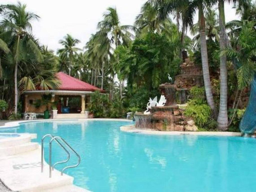 Swimming pool San Remigio Beach Club Hotel