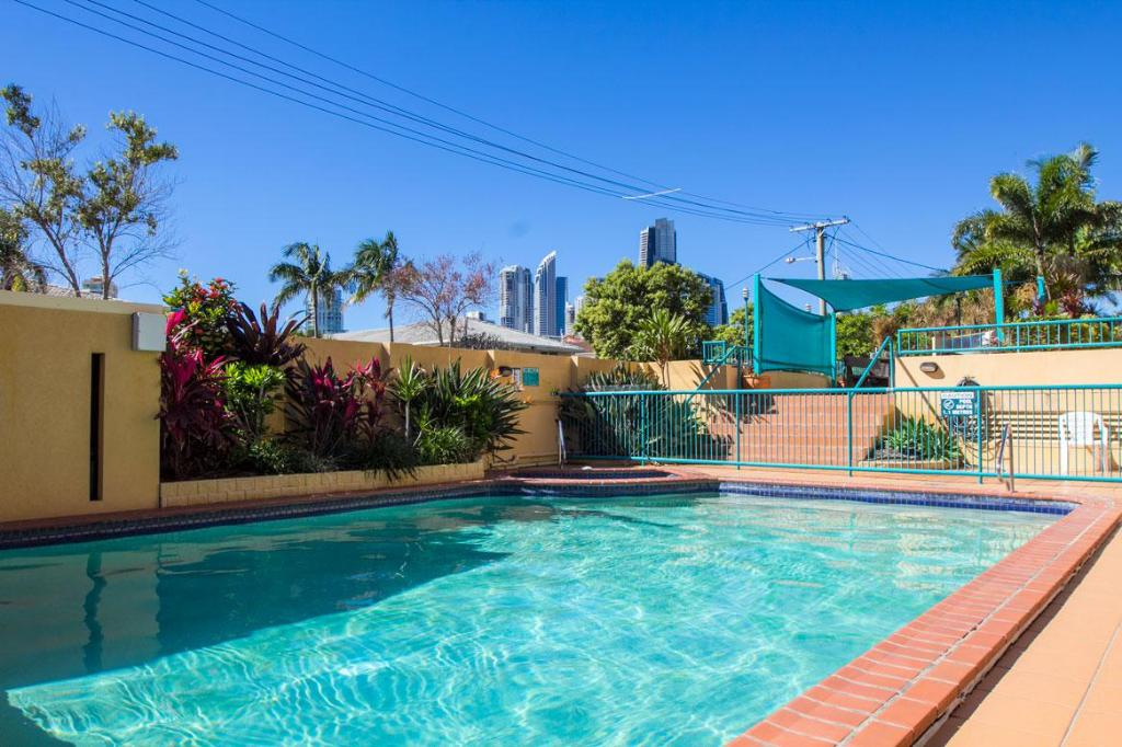 Best price on paradise isles apartments in gold coast - Laredo civic center swimming pool ...
