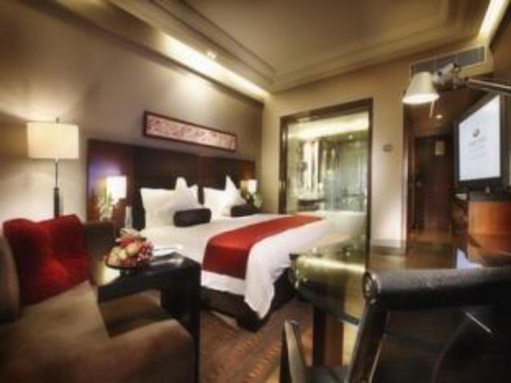 Deluxe Pool View Room - Guestroom Crowne Plaza Today Gurgaon
