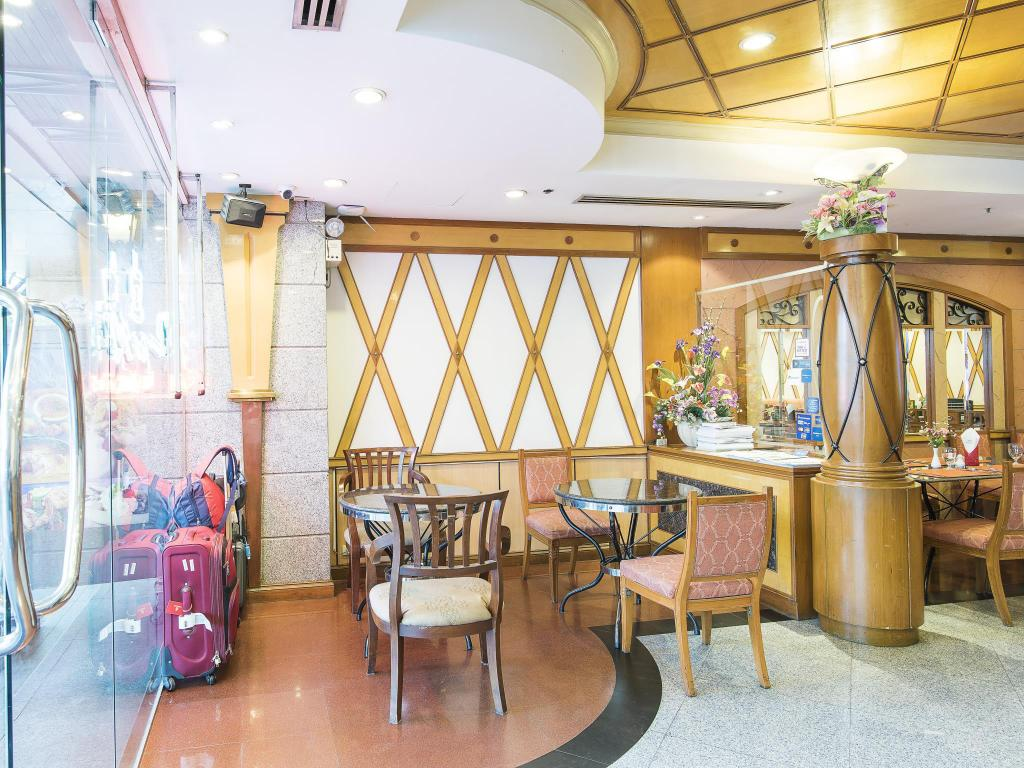 Lobby Majestic Suites Hotel