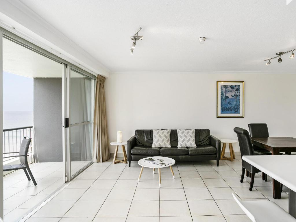 1 Bedroom Apartment - Guestroom Surfers Beachside Holiday Apartments