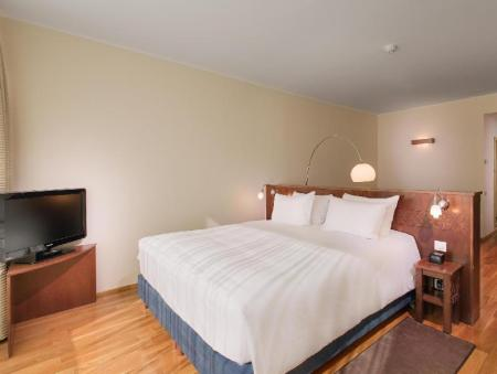 King Deluxe Room - Guestroom DoubleTree by Hilton City Plaza Cluj
