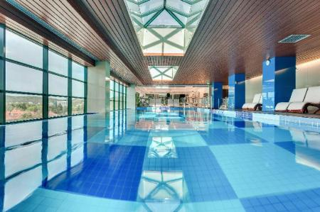 Swimming pool DoubleTree by Hilton City Plaza Cluj