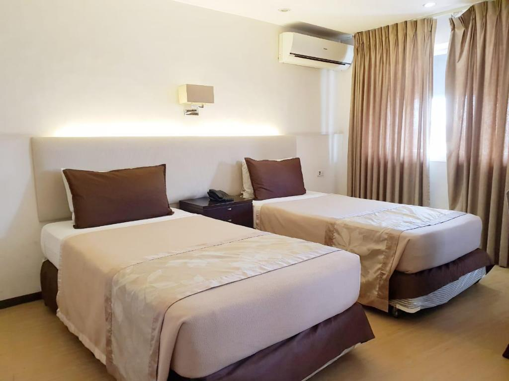 Studio Queen or Twin Imperial Palace Suites Quezon City