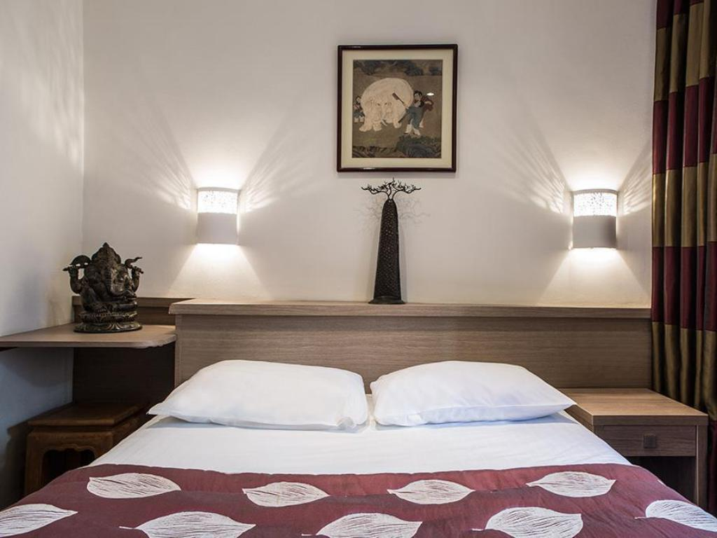 Budget Double Room - Bed Aberotel Montparnasse Hotel