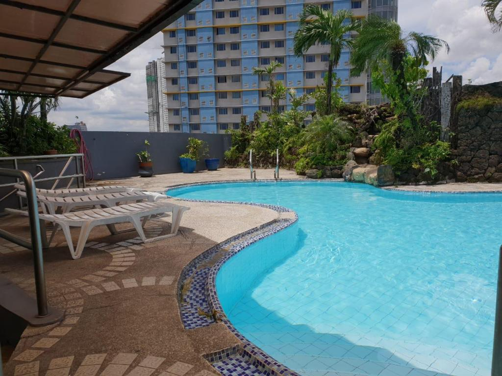 Swimming pool [outdoor] Imperial Palace Suites Quezon City