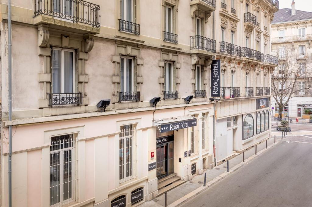 royal hotel grenoble centre in france room deals photos. Black Bedroom Furniture Sets. Home Design Ideas
