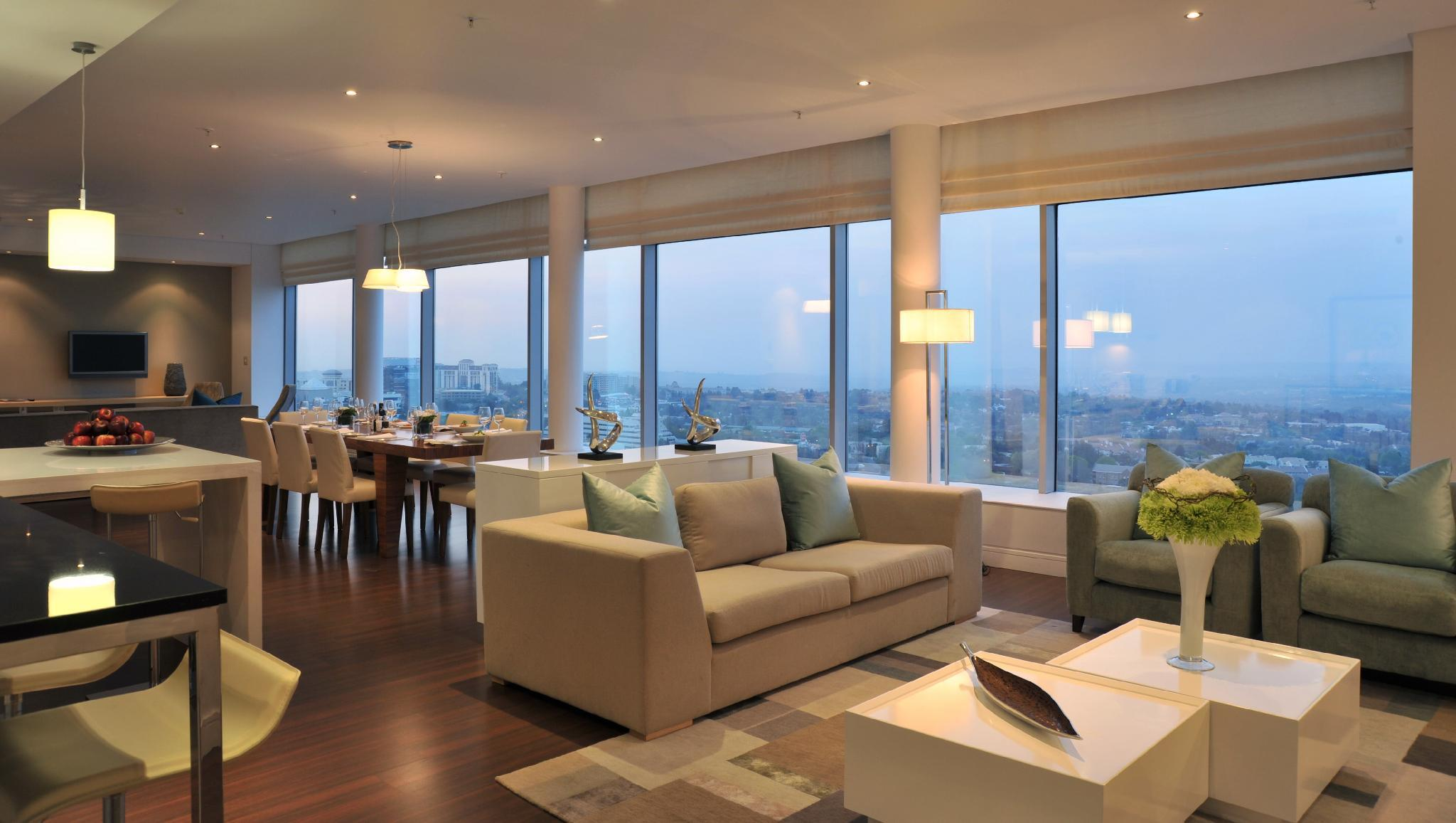 Suite -3 Bedrooms - Skyline View & Lounge