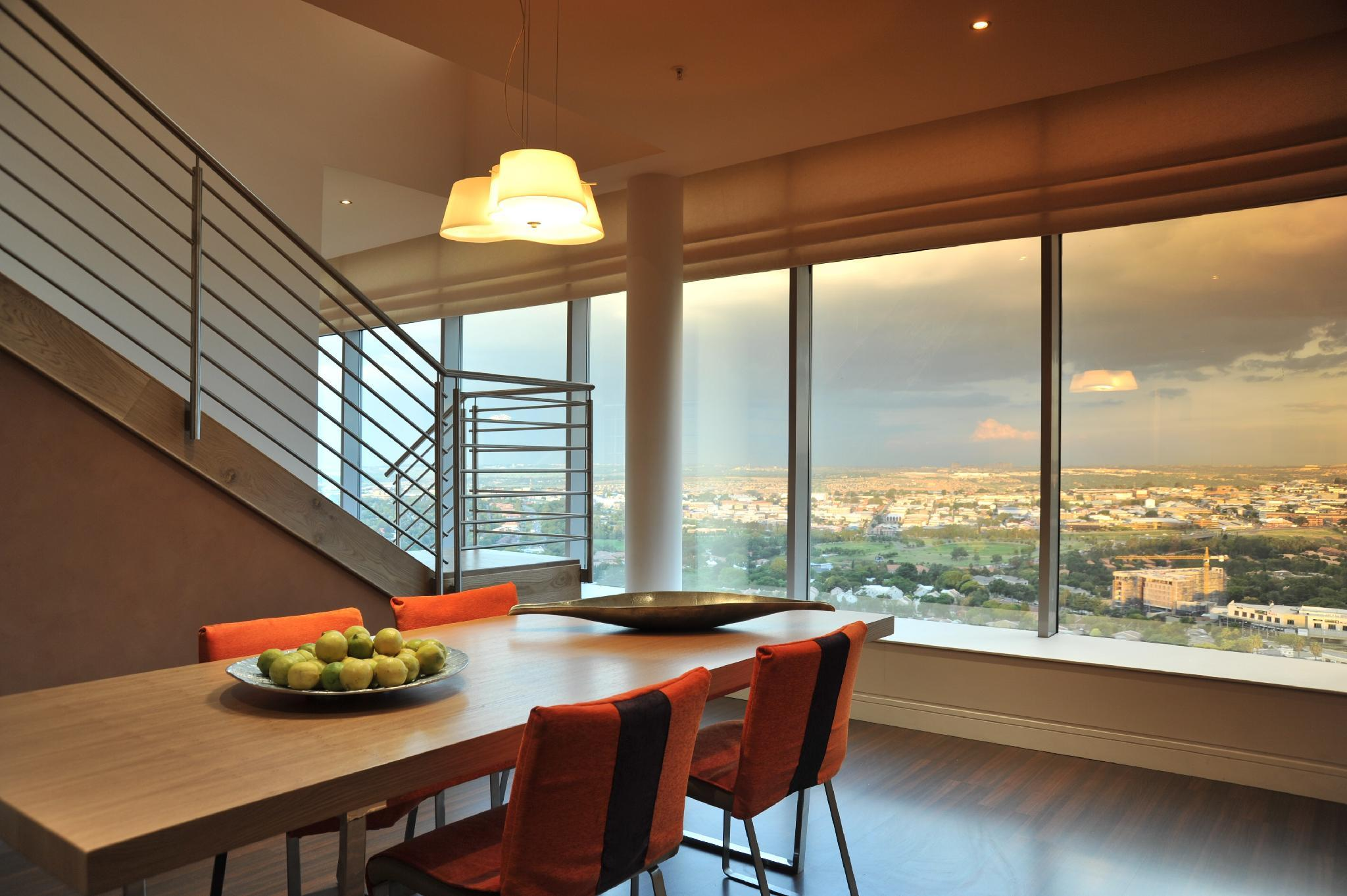 Suite -2 Bedrooms -Skyline View & Lounge