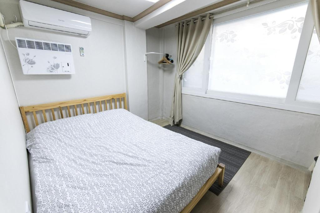Double Room - Bed 10 Guesthouse Mapo