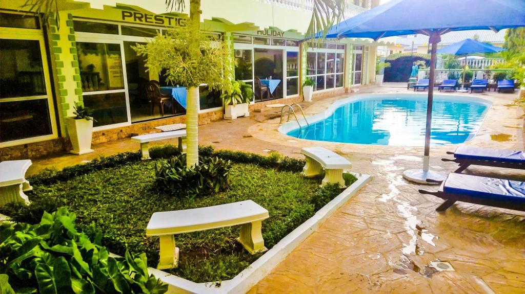 Hotellet indefra PRESTIGE HOIDAY RESORT