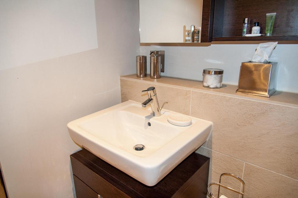 Bathroom Luxury Quartermile SelfCatering Apartment